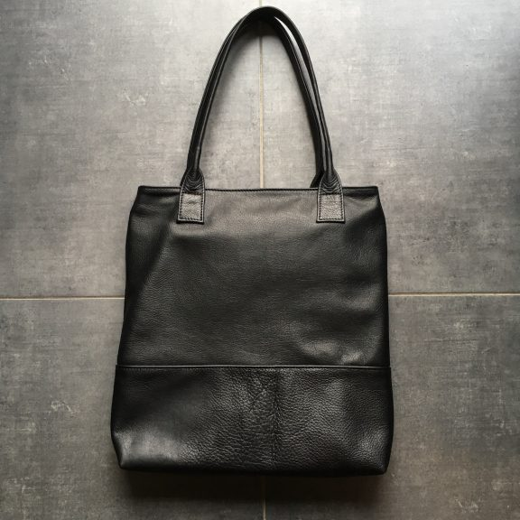 Black leather tote bag | Handmade leather goods from Luxembourg | Vank Design